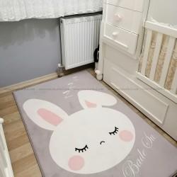 Uyuyan Tavşan Çocuk Halısı